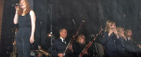 Sopranistin Kristin Hecken glänzte mit ihrer Stimme beim Konzert in der Stadthalle Olpe. Rechts daneben Fagottist und Moderator Martin Kretschmer.